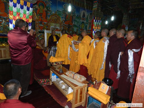 Korche monks make offerings to Lama Norlha Rinpoche